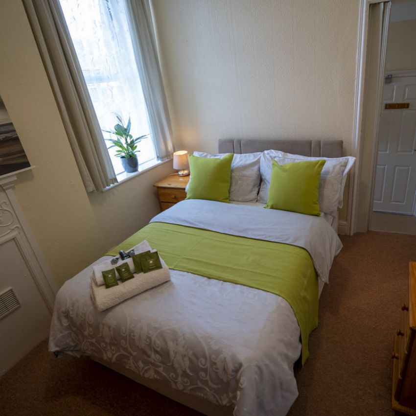 Avalon Guest House - Newquay Cornwall - Bedroom 4 - Bedevere - avalonguesthousenewquay.co.uk