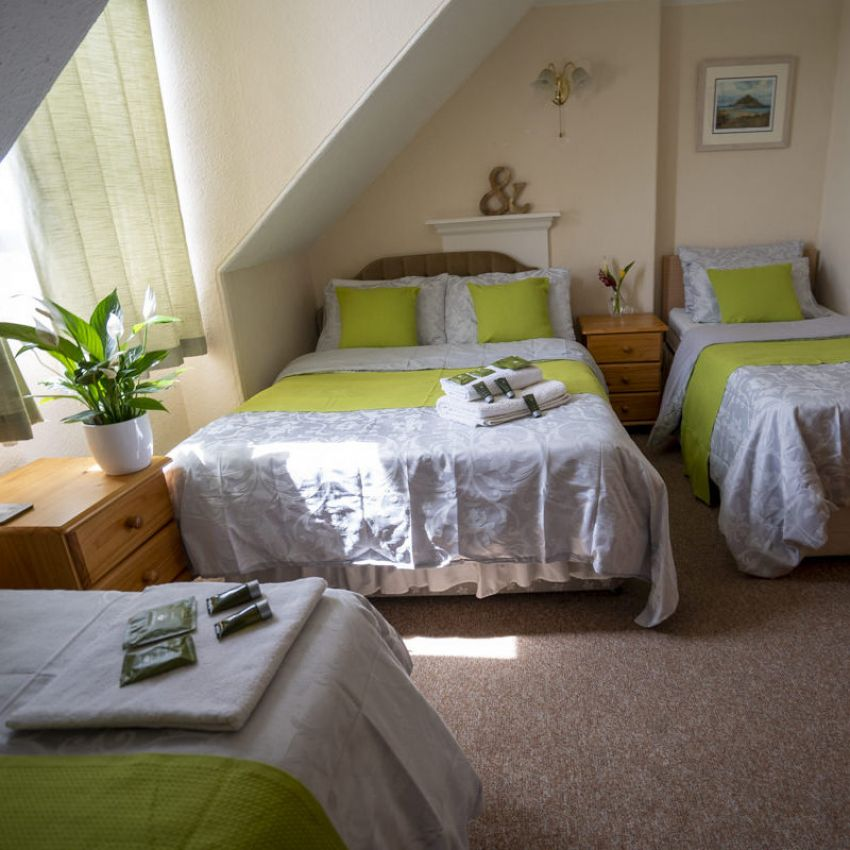 Avalon Guest House - Newquay Cornwall - Bedroom 6 - Gawain- avalonguesthousenewquay.co.uk