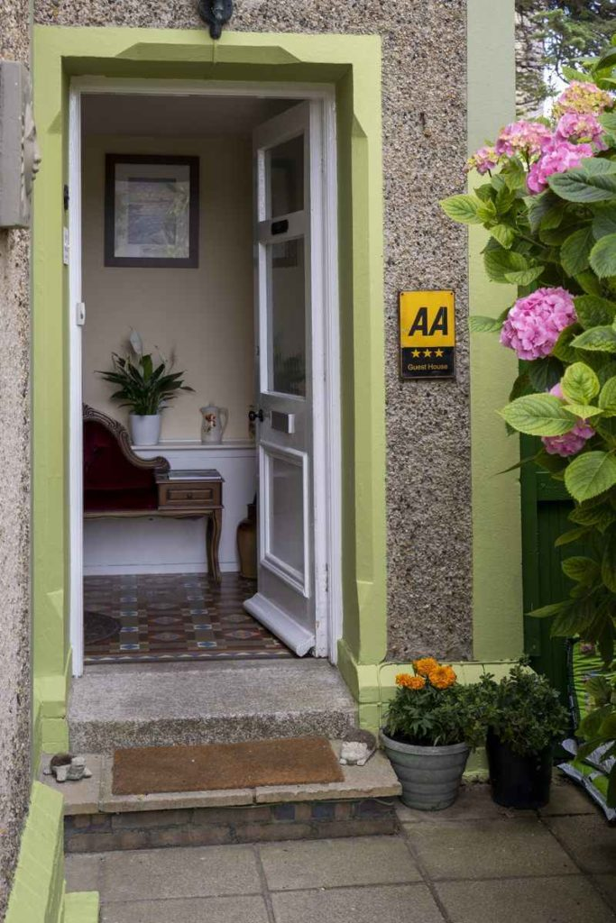 Avalon Guest house serviced accommodation - newquay - cornwall - Triple AA starred2