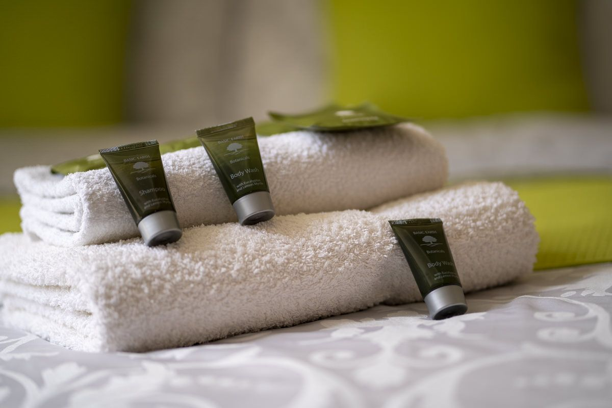 Avalon-Guesthouse-accomodation-Newquay-cornwall towels and soaps newquay guest house