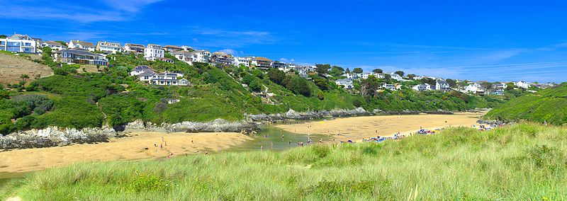 Crantock beach,_Newquay,_Cornwall_panorama_2_by_Thomas_Tolkien_(14683579345) - Avalon Guest House Newquay - avalonguesthousenewquay.co.uk