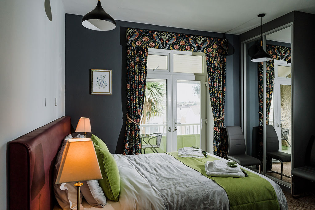 Avalon Guest House Newquay Cornwall - The Galahad Room
