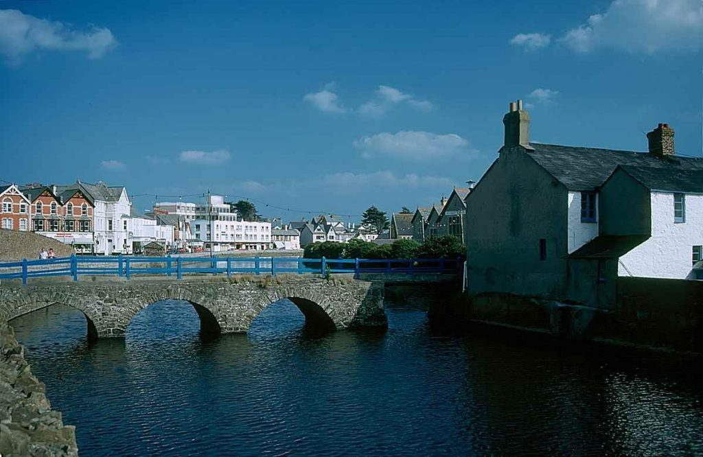 1200px-Bude_01_River_Neet - photo by Manfred Heyde